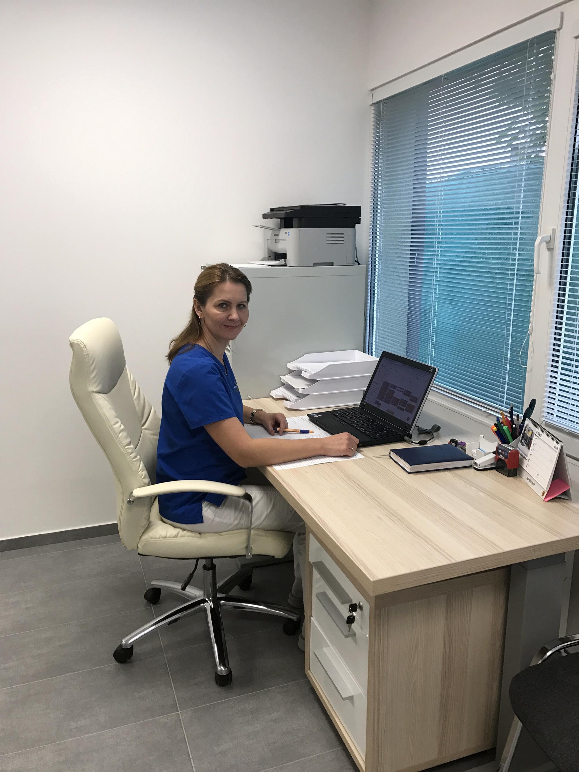 PhDr. Lenka Jatiová v pracovnom nasadení